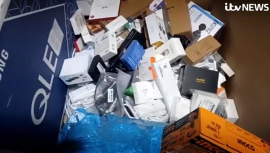 Milioni di prodotti invenduti mandati al macero da Amazon, un ex dipendente: «Distrutti anche ipad e pc»