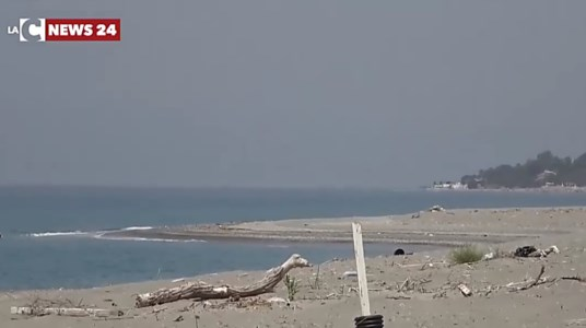 Costa lametina, per l'Arpacal solo mare eccellente ma inchieste e segnalazioni raccontano altro
