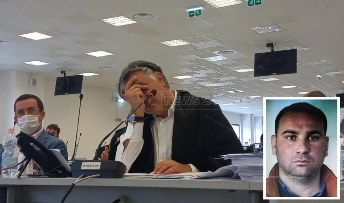 L'avvocato Staiano e nel riquadro il collaboratore di giustizia, Mantella