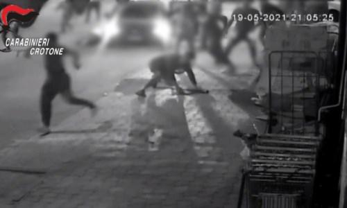 Padre e figlio aggrediti a Cutro, revocato il reddito di cittadinanza ai responsabili del pestaggio