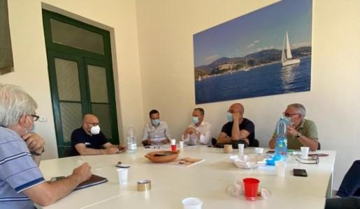 Il sindaco Ermanno Cennamo durante la riunione convocata in giornata