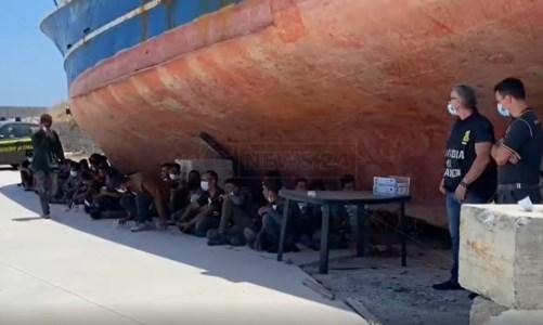 Nuovo sbarco a Roccella Jonica, giunti al porto 86 migranti