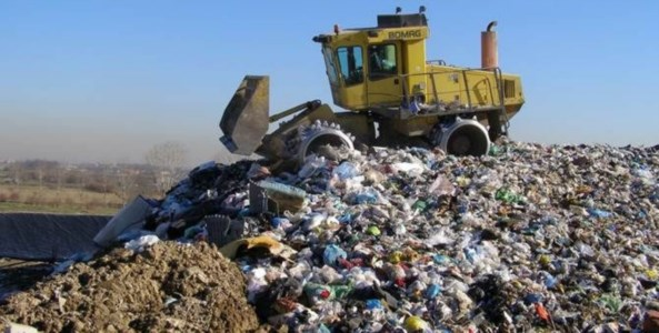 Caos rifiuti nella Sibaritide, accordo per una soluzione tampone: saranno conferiti a Cassano