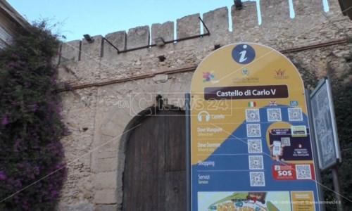 Castello di Crotone chiuso, i cittadini sul piede di guerra: «Qualcuno paghi per questo ritardo criminoso»