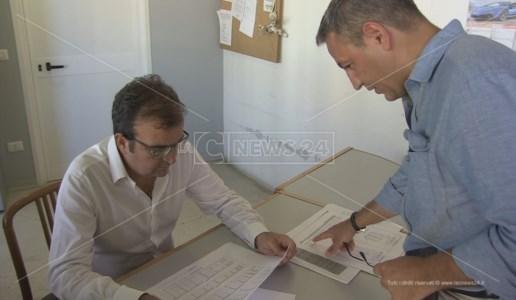 Mario Occhiuto e Francesco Caruso al lavoro nelle stanze di Palazzo dei Bruzi