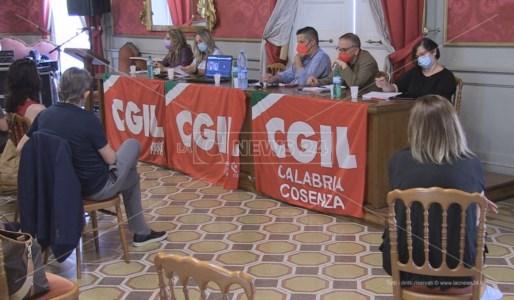 L'incontro organizzato dalla Cgil nella sede della Provincia di Cosenza