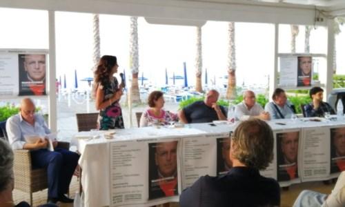 Oliverio (al centro) alla presentazione del suo libro a Corigliano-Rossano