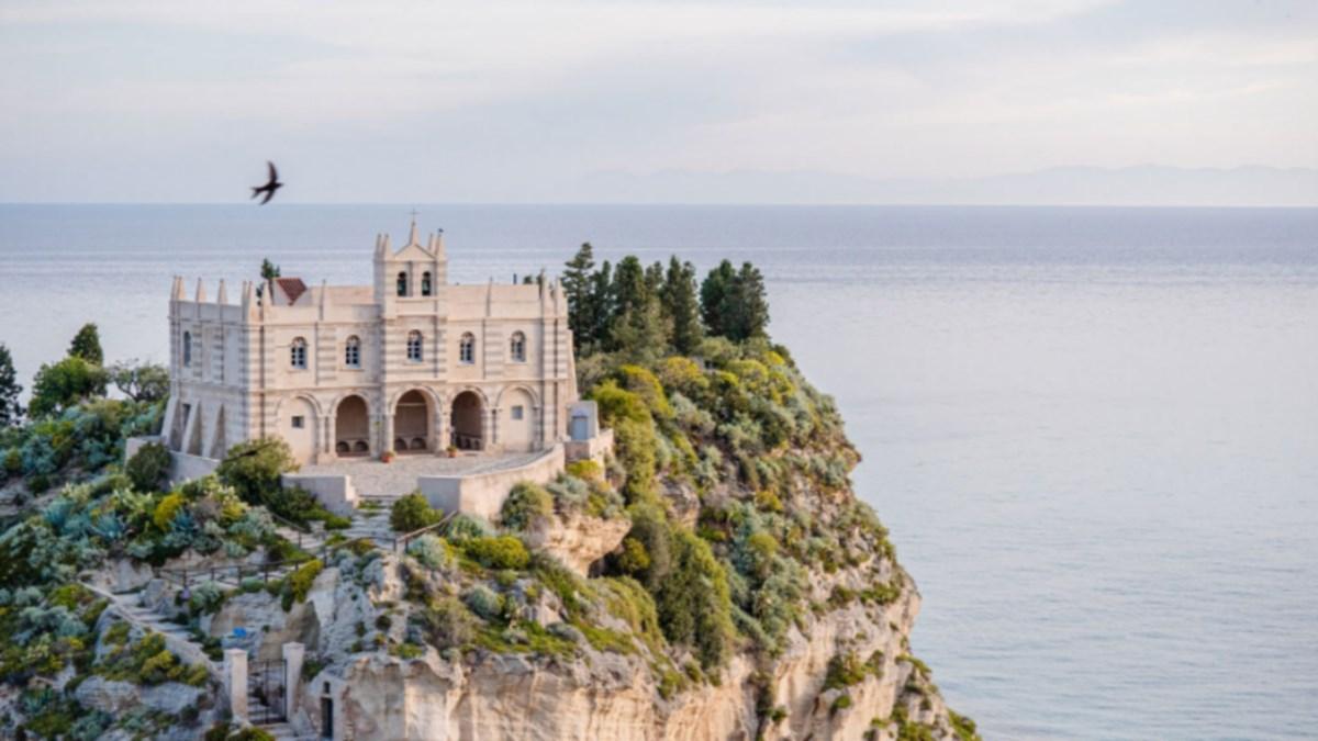 Una delle immagini contenute sulla piattaforma Tropea Tourism