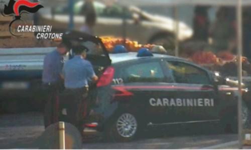 Crotone, lavoratori sfruttati per 14 ore al giorno: commerciante arrestato