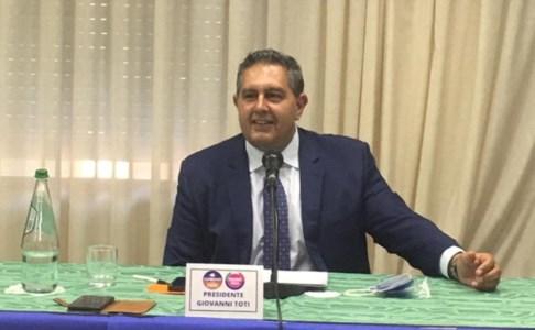 Elezioni regionali, Toti a Reggio: «Un'occasione unica per la Calabria. Occhiuto persona di esperienza»