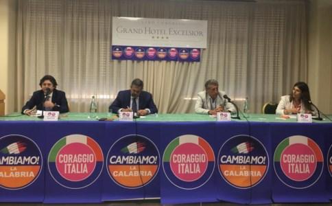 Elezioni regionali, da Reggio la sfida di Toti per la Calabria: «Centrodestra unito ma partiamo dai programmi»