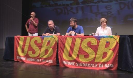I rappresentanti del sindacato Usb presiedono l'assemblea dei tirocinanti a Rende