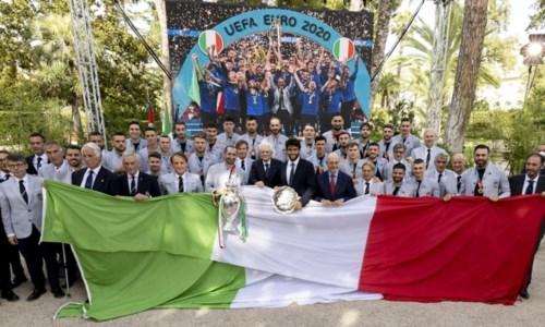 Italia campione d'Europa, gli azzurri al Quirinale da Mattarella: «Ci avete reso felici»
