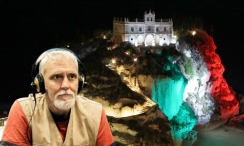Francesco Repice, sullo sfondo la rocca tricolore