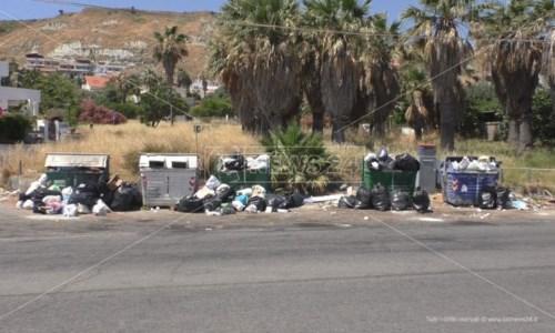 Troppi rifiuti da smaltire, a Crotone l'emergenza rischia di esplodere