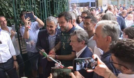 Taglio del nastro di Salvini per la nuova sede della Lega a Cosenza