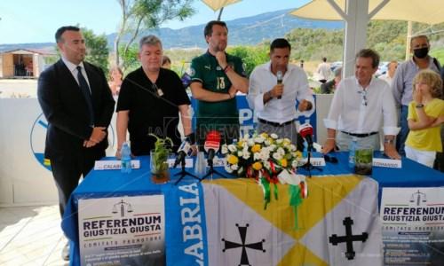 Un momento della conferenza stampa di Salvini
