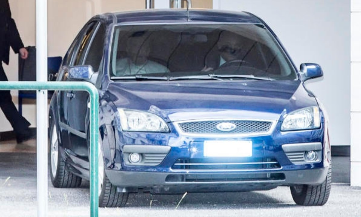 Il Papa ha utilizzato la sua consueta auto, come si vede dalla foto ANSA