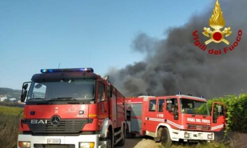 Incendio a Lamezia, Furgiuele: «Campo rom da smantellare. Basta con questa vergogna»