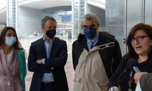 I promotori della petizione a Bruxelles