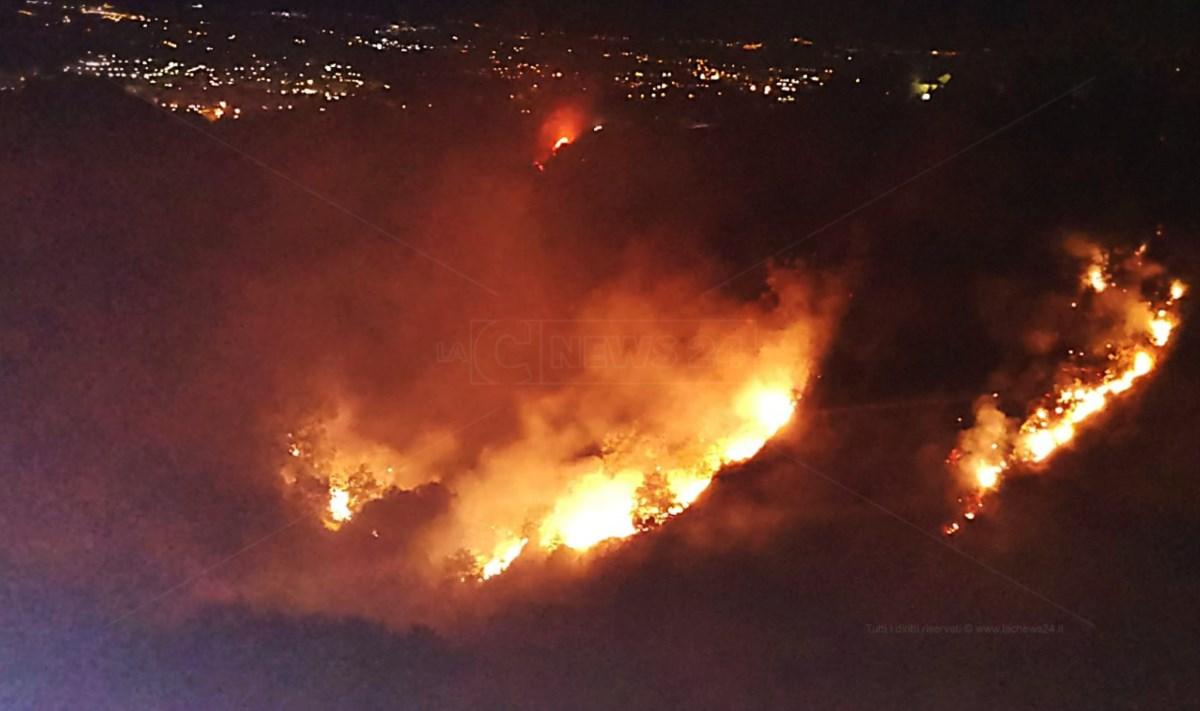 Incendio nel Cosentino