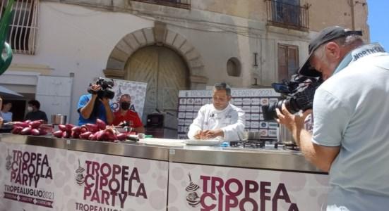 Su il sipario sul Tropea cipolla party, si parte con un focus su Dieta mediterranea e show di cucina