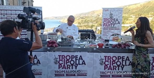 """Tropea cipolla partyLo chef pluristellato Corelli """"interpreta"""" la Rossa Igp, ecco il segreto della sua cucina"""