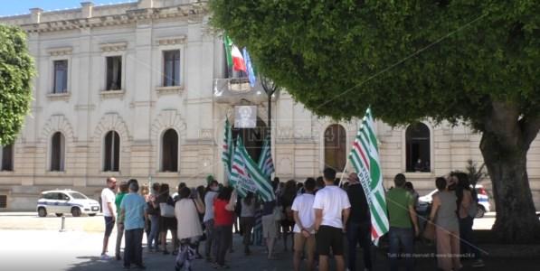 Reggio Calabria, la protesta dei lavoratori Terzo settore non si placa, s'attende il tavolo tecnico in Comune