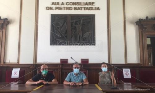 Reggio Calabria, lavoratori senza stipendio da mesi occupano la sala del consiglio comunale