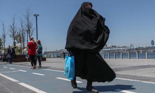 La Turchia critica la Corte Ue sul divieto del velo al lavoro: «Viola le libertà religiose»