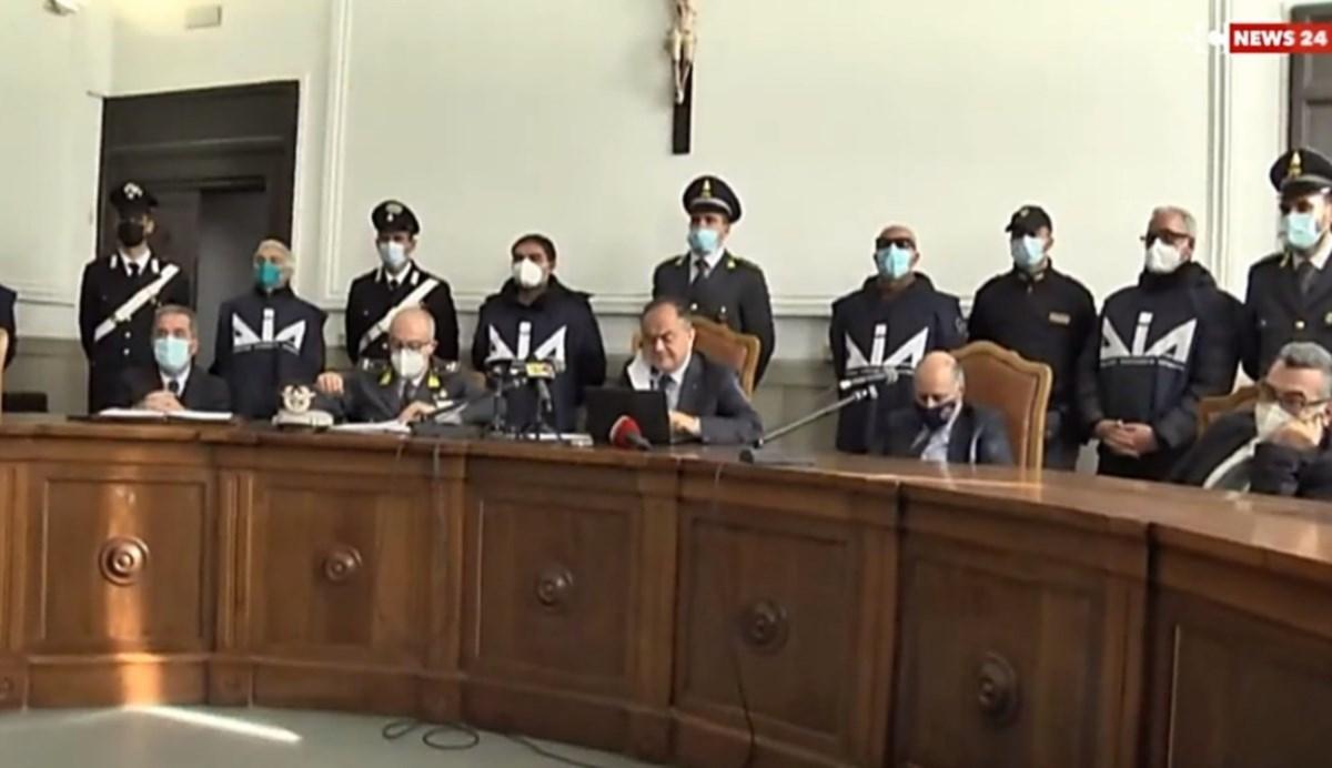 La conferenza stampa indetta dal procuratore Nicola Gratteri