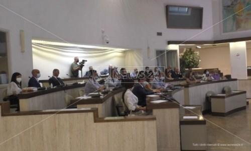 Crotone, Consiglio comunale approva documento su sanità: «Ospedale torni a essere hub»