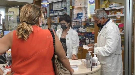 COVID CALABRIAVaccini in farmacia, falsa partenza della campagna a Catanzaro: le fiale non sono state consegnate