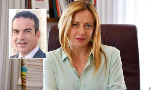 Sullo sfondo Giorgia Meloni, nel riquadro Roberto Occhiuto