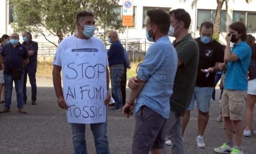 Lamezia, i cittadini scendono in strada per dire basta ai roghi alla diossina