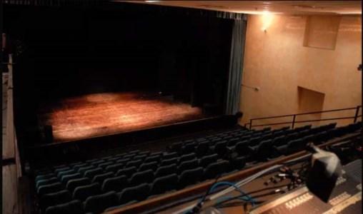 Ultimo atto per il Teatro dell'Acquario di Cosenza: sfrattato e costretto a chiudere per la crisi
