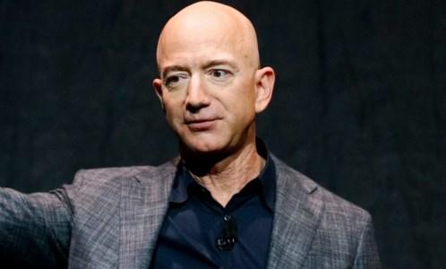 Jeff Bezos nello spazio con la sua capsula New Shepard: «Il miglior giorno in assoluto»