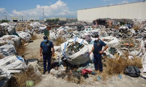 Corigliano Rossano, smaltimento illecito di rifiuti: sequestrato un capannone industriale