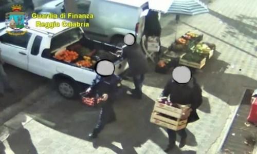 Indagini chiuseReggio Calabria, inchiesta sugli agenti della municipale che rubavano agli ambulanti: 13 indagati