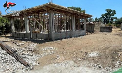 Isola Capo Rizzuto, sequestrata costruzione abusiva: denunciato committente