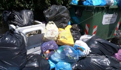 Cumulo di rifiuti a Scalea
