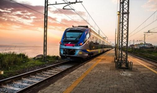 Turismo CalabriaAl via i nuovi collegamenti bus e treno per raggiungere spiagge e località