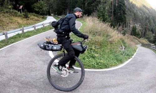 La sfida di CataldoDa Bologna a Cariati in monociclo: 950 km verso casa per sostenere lotta ai tumori