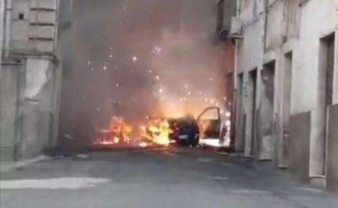 Escalation criminaleCorigliano-Rossano, auto in fiamme in pieno giorno: il proprietario è un pregiudicato