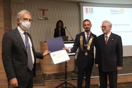 Il riconoscimentoCovid, lungimiranza e impegno nella campagna vaccinale: a Catanzaro premiato il dottor Talarico