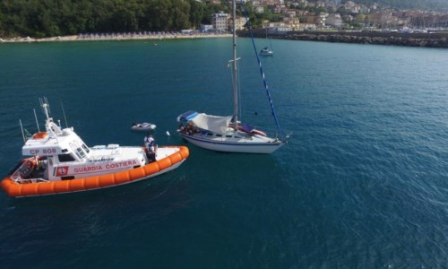 Barca alla deriva nelle acque del Vibonese: sei persone salvate dalla capitaneria