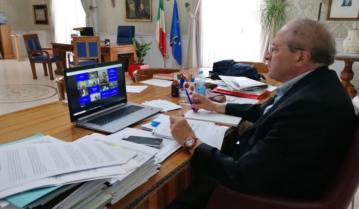 Il presidente della Provincia di Cosenza Franco Iacucci in videoconferenza con il Viminale