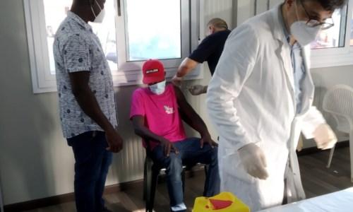 Emergenza pandemiaCovid, vaccinati 172 migranti nella tendopoli di San Ferdinando