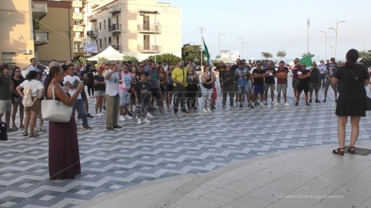 "Emergenza pandemiaCovid, No green pass in piazza a Catanzaro: senza mascherine e cori ""libertà"""