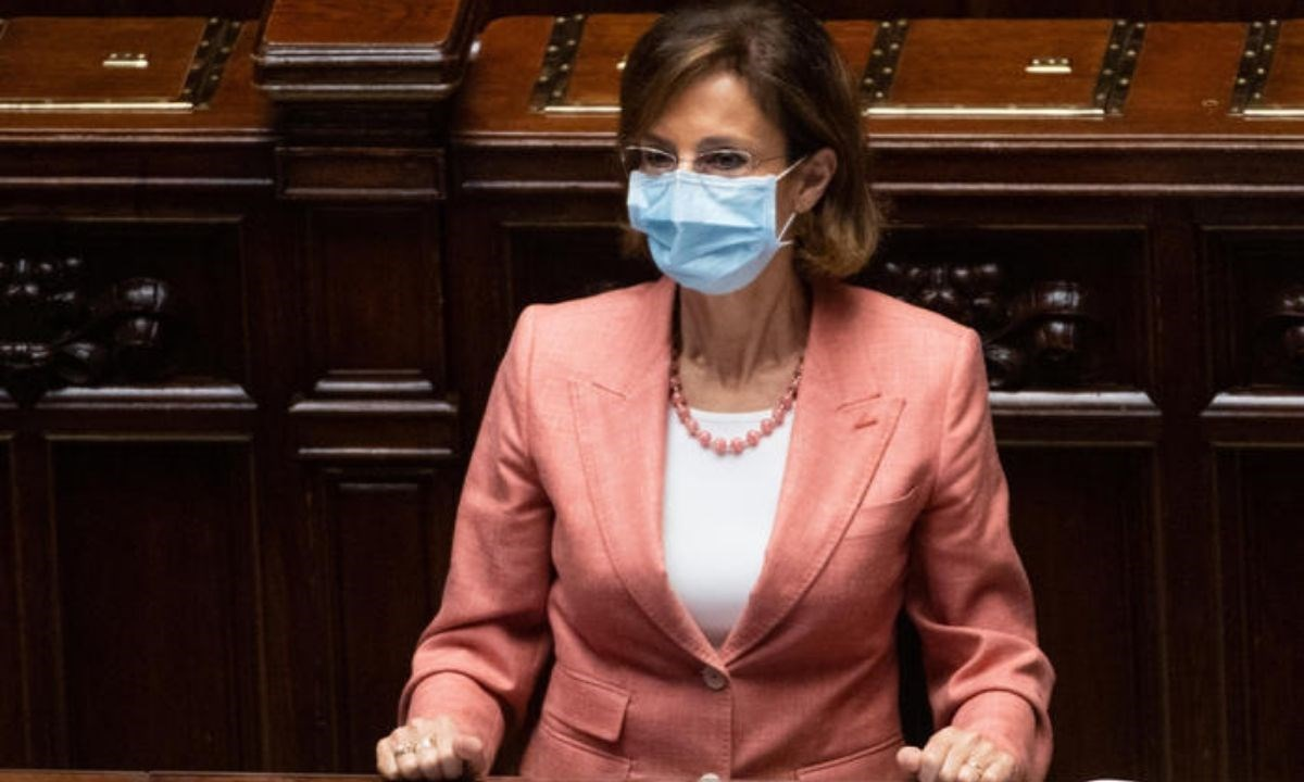 Il ministro della Giustizia Marta Cartabia durante la discussione alla Camera (foto Ansa)